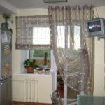 Аккуратные шторы для кухни