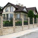 Выбираем красивый и практичный дизайн забора для частного дома