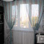 Бирюзовые шторы для кухни