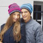 Яркая и модная шапка в полоску