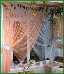 Нежные шторы для кухни