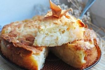 Пирог творожный с яблоками